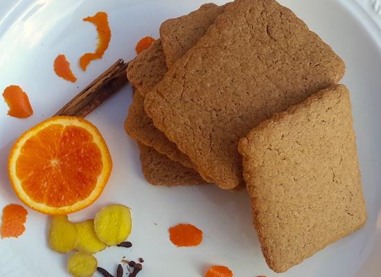 Biscotti speziati: cannella, zenzero, chiodi di garofano, ricetta scandinava. Grano antico TVTB macinato a pietra. Prodotto artigianale
