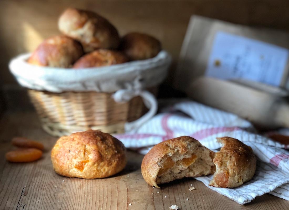 panini-dolci-albicocche-grano-antico-e-lievito-madre2