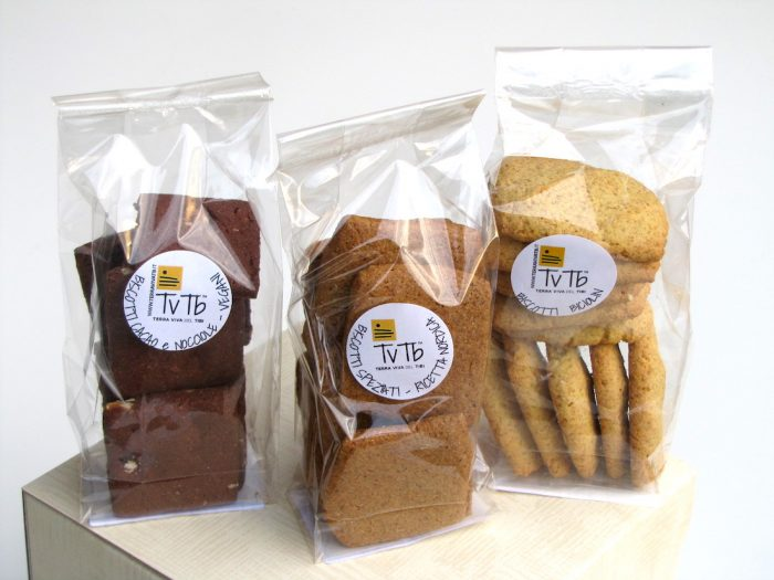 tre-biscotti-in-uno-splendido-pacco-regalo