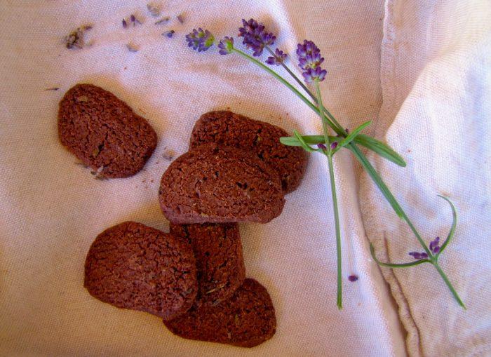 biscotti caserecci. biscotto al cioccolato e lavanda