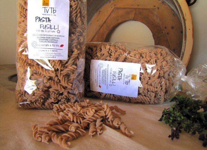 Fusilli. Pasta di grani antichi. Pasta artigianale