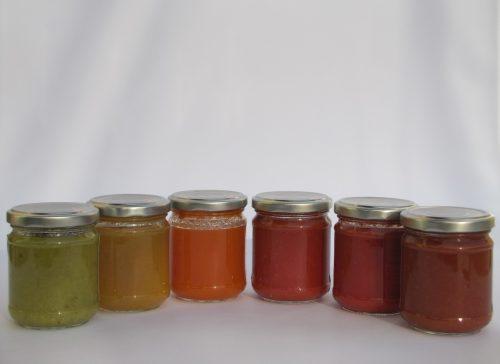 conserve di pomodori colorati naturalmente